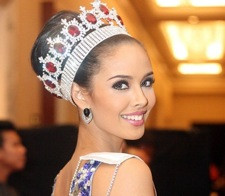 The Smelly Filipino Crown of Glory